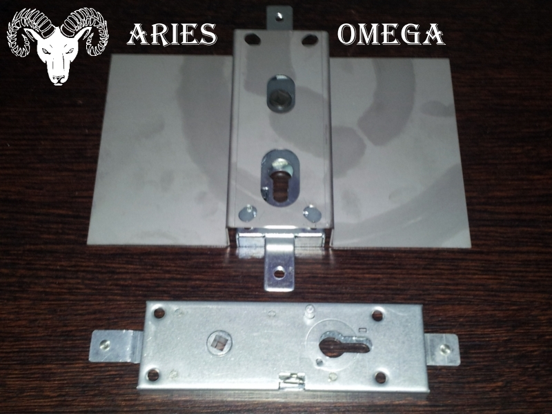 chiavistello per porte blindate Serrature per porte blindate, con ingranaggi per ridurre lo sforzo di rotazione della chiave versioni: scrocco + cateanacci (interasse 28 o 37 mm) solo catenaccio (interasse 28 o 37 mm).