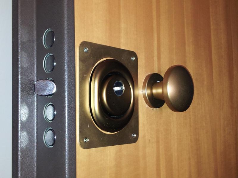 Placche e piastre su misura per serrature porte blindate - Serratura elettronica porta blindata ...