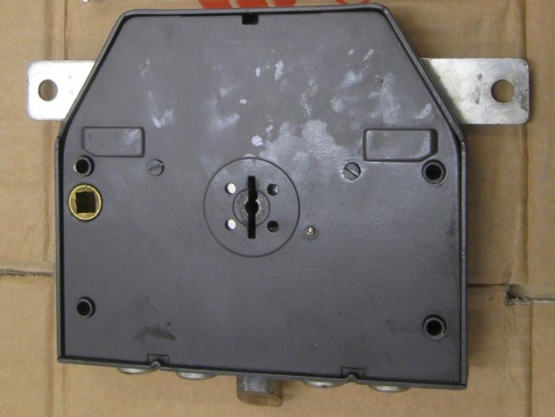 serrature iseo per porte blindate I cilindri delle serrature possono essere forniti con altri cilindri della stessa tipologia le serrature della serie 32 prevedono vari sistemi di chiusura.